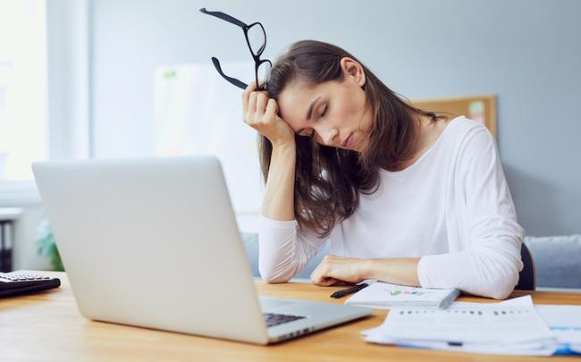 """Dân công sở cứ đến buổi chiều là """"ngáp ngắn ngáp dài"""": Muốn có nửa cuối ngày làm việc đầy năng lượng đừng bao giờ ăn những món nay vào bữa trưa"""