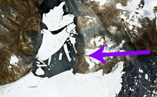 Một khối băng rộng hơn thành phố Paris vừa vỡ ra khỏi Bắc Cực, các nhà khoa học lo sợ đó là một phản ứng dây chuyền