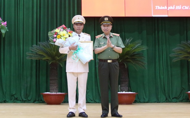 Thăng hàm thiếu tướng cho Phó giám đốc Công an TPHCM