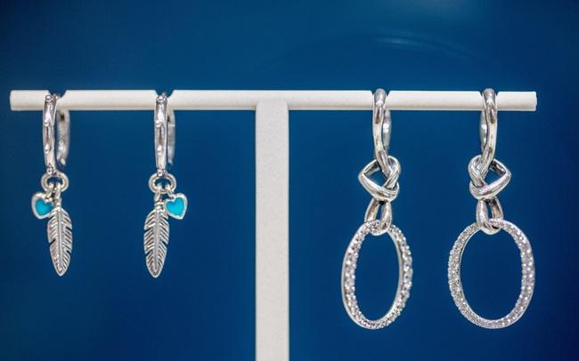 Bất chấp ảnh hưởng của COVID-19, cổ phiếu nhà sản xuất trang sức Pandora dẫn đầu thị trường quốc gia hoạt động tốt nhất thế giới