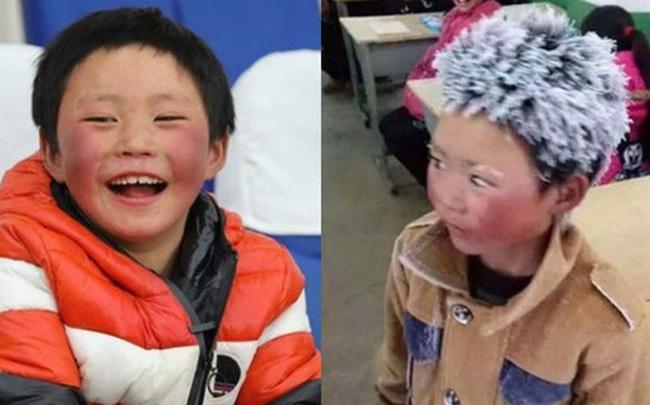 """""""Cậu bé băng giá"""" khốn khổ, đầu đội mưa tuyết trắng xóa đi bộ đến trường lay động MXH ngày trước bây giờ có cuộc sống ra sao?"""