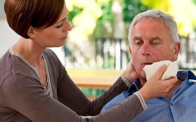 """Nếu thấy cơ thể có tín hiệu """"1 bộ phận bị cứng và 1 số vùng mềm đi"""" thì hãy cảnh giác nguy cơ bị xuất huyết não"""