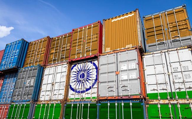 """So sánh dữ liệu xuất khẩu Việt Nam - Ấn Độ, ai đang dẫn trước trong cuộc đua trở thành """"cứ điểm sản xuất mới""""?"""
