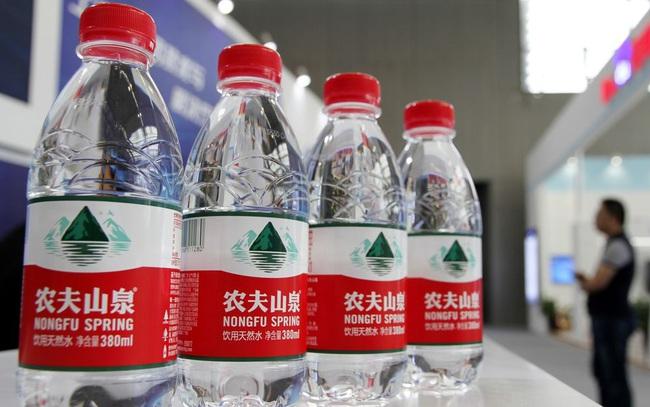 'Một người làm quan cả họ được nhờ': Người giàu thứ 3 Trung Quốc tạo ra 68 triệu phú nhờ sản xuất nước khoáng