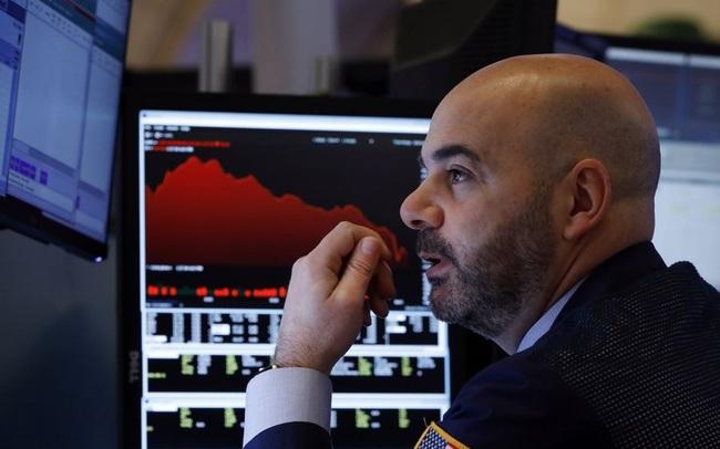 Hồi hộp chờ đợi cuộc tranh luận đầu tiên, Phố Wall kết thúc 3 phiên tăng điểm liên tiếp, Dow Jones rớt hơn 100 điểm