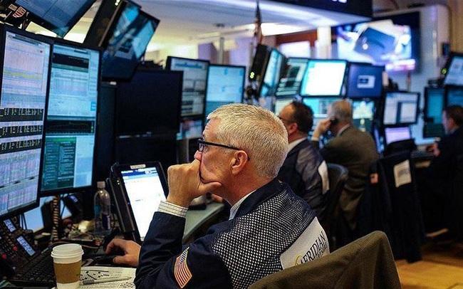 Nhà đầu tư cân nhắc về các mối rủi ro, Phố Wall đi ngang, cổ phiếu big tech giao dịch trong sắc đỏ