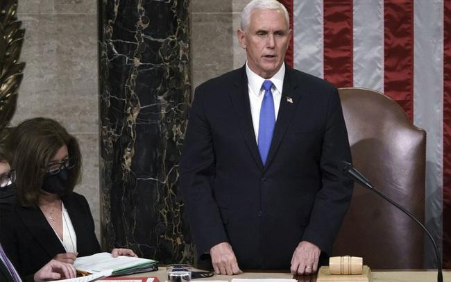Thẳng thừng tuyên bố không tìm cách phế truất Tổng thống Trump, ông Pence có nước đi không thể chê trách