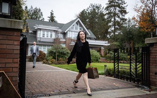 """Hé lộ cuộc sống của """"công chúa Huawei"""" khi bị giam giữ ở Canada: Vẫn dạo phố mua sắm hàng hiệu, bao trọn nhà hàng để ăn tối"""