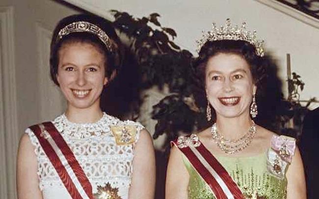 """Những điều ít người biết về nàng Công chúa duy nhất của Nữ hoàng Anh: Cá tính mạnh mẽ và sự kiện từng làm """"rung chuyển"""" Hoàng gia!"""