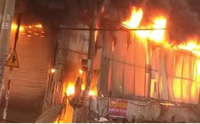Cháy lớn tại Bình Dương khiến cửa hàng bán xe máy bị thiêu rụi, thiệt hại hàng tỷ đồng