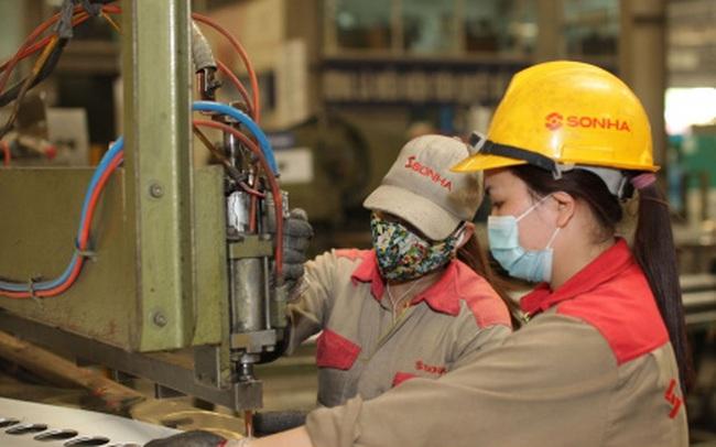 Việt Nam đang phải giải quyết các thách thức của Covid 19 để phục hồi kinh tế