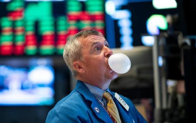 Giới triệu phú Mỹ 'vung tiền' đầu tư chứng khoán như thể bong bóng thị trường đang cận kề