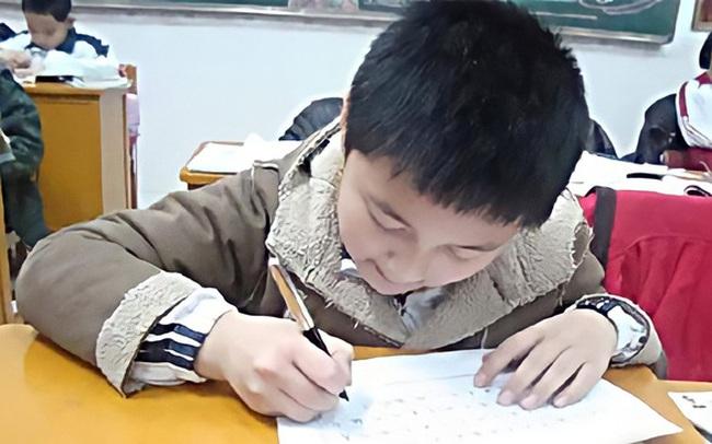 """Bên trong những lớp luyện """"gà con"""" khắc nghiệt nhất: 3 tuổi tự đọc sách Tiếng Anh, thuộc lòng 100 bài thơ, 5 tuổi bắt đầu học Toán Olympic"""