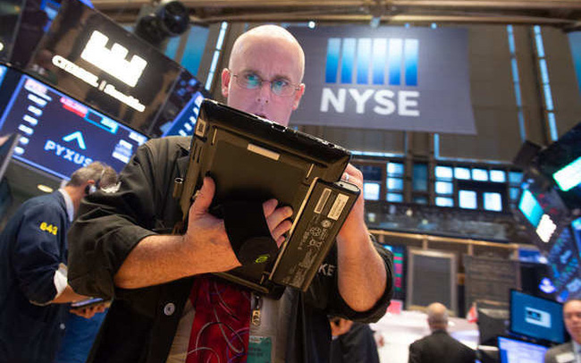 Phố Wall trái chiều: S&P 500 rời đỉnh lịch sử, cổ phiếu công nghệ tiếp tục thăng hoa