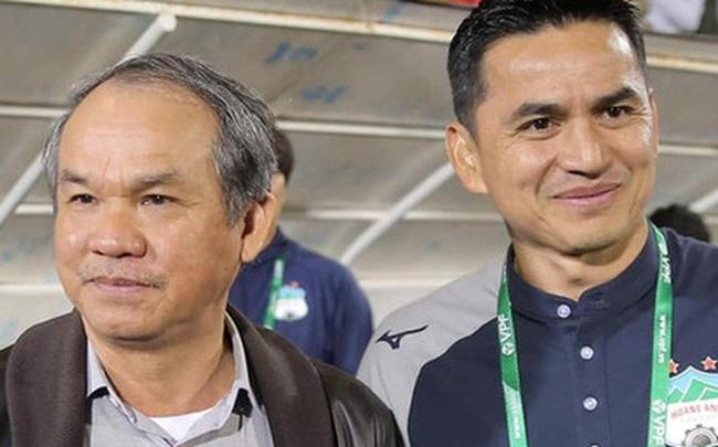 """Kiatisuk thắng, bầu Đức cười và tấm thẻ đỏ """"may mắn"""" từ trung vệ U22 Việt Nam"""
