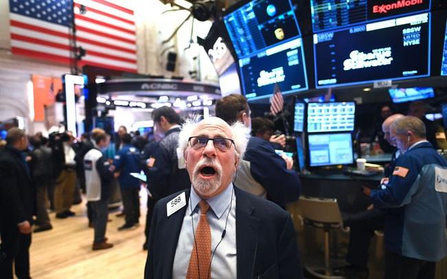Lo ngại tình trạng đầu cơ, Dow Jones rớt hơn 600 điểm, S&P 500 xoá sạch đà tăng từ đầu năm