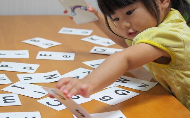 Trẻ có IQ cao thường làm những hành động khác biệt, người lớn đừng vội can thiệp nếu không muốn ảnh hưởng đến trí não của trẻ