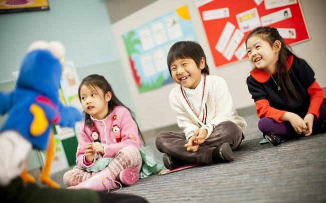 Sai lầm nhiều cha mẹ mắc phải: Cho con học Tiếng Anh, thấy con chơi vui thì quên bẵng mục đích thực sự