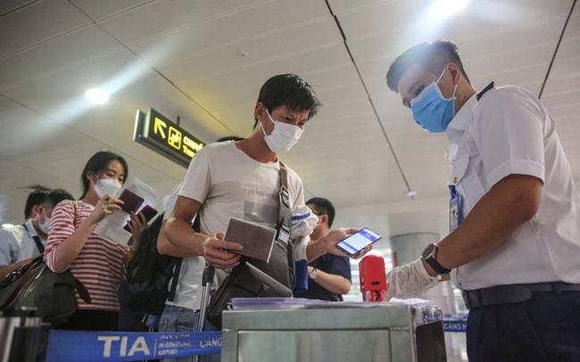 TP HCM thông báo khẩn: Tìm người đi cùng chuyến bay VN213 có ca nghi nhiễm SARS-CoV-2