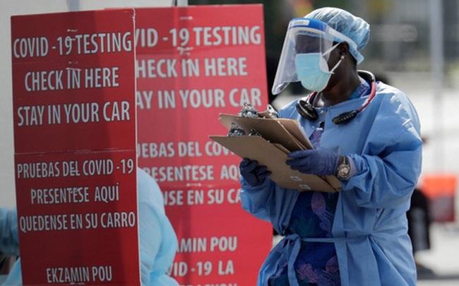 """Nhận định đáng sợ của chuyên gia truyền nhiễm về """"thời điểm đen tối nhất của đại dịch COVID-19"""" ở Mỹ"""