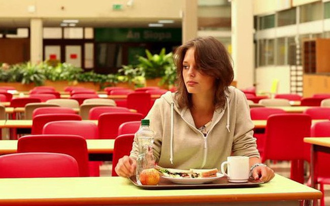 """11 thói quen ăn uống cực xấu nhưng ai cũng mắc phải đang dần """"hủy hoại"""" sức khỏe của bạn"""