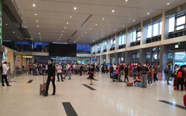 Khách qua sân bay Tân Sơn Nhất giảm 26% dịp Tết