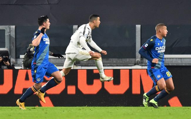 """Lập cú đúp bàn thắng, Ronaldo đánh bại kỷ lục của """"vua"""" Pele"""