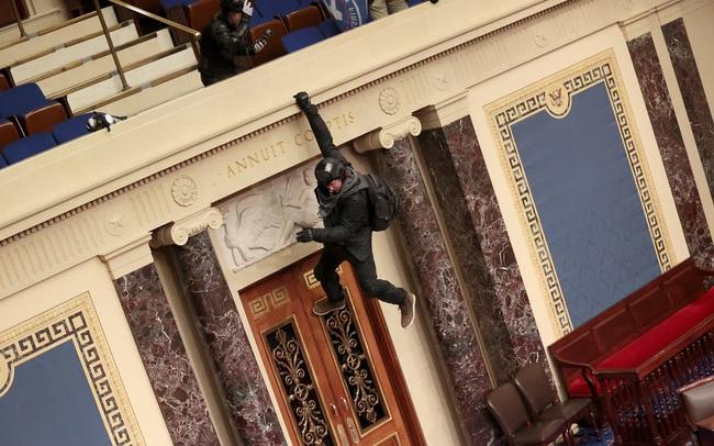 Nhìn lại toàn cảnh vụ tòa nhà Quốc hội Mỹ bị tấn công nghiêm trọng