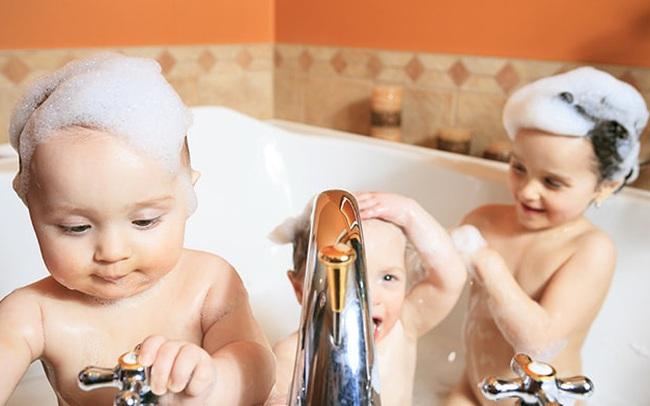 Dùng đèn sưởi nhà tắm vào ngày rét đậm: Chuyên gia khuyến cáo cần ghi nhớ 4 lưu ý sống còn