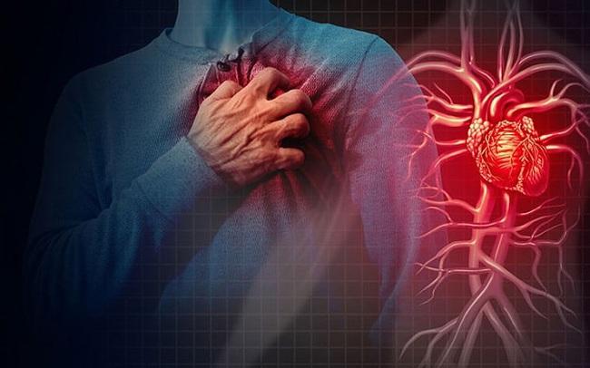 """Bệnh tim - """"kẻ giết người thầm lặng"""" cực kỳ nguy hiểm: Phát triển chậm, biến chứng bất ngờ, có thể gây đột tử, người trên 65 tuổi cần đặc biệt chú ý những dấu hiệu này"""
