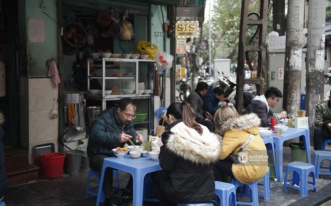Chùm ảnh: Hà Nội rét kỷ lục, chạm ngưỡng 10 độ nhưng quán xá vẫn tấp nập, dân tình xì xụp ăn uống đủ các món mùa đông