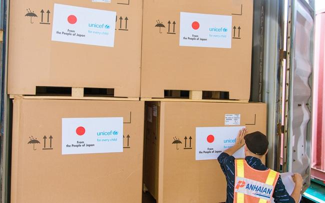 Việt Nam tiếp nhận 300 tủ lạnh bảo quản vaccine do Nhật tài trợ