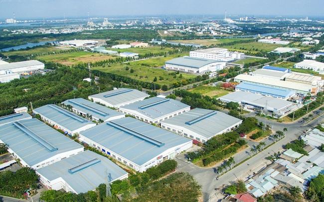 Long An thành lập Khu công nghiệp quy mô hơn 244ha với tổng mức đầu tư gần 2.600 tỷ đồng và trao chứng nhận đầu tư 10 dự án mới