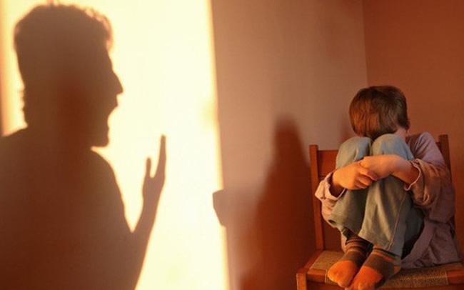 """12 loại cha mẹ thất bại trong nuôi dạy con, là nguyên nhân dẫn đến """"sự trống rỗng cảm xúc"""" của con cái: Dường ai cũng thấy mình trong đó!"""