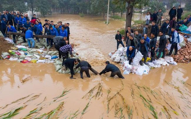 """Tai họa """"từ trên trời rơi xuống"""" làm trầm trọng thêm cơn khát điện ở Trung Quốc"""