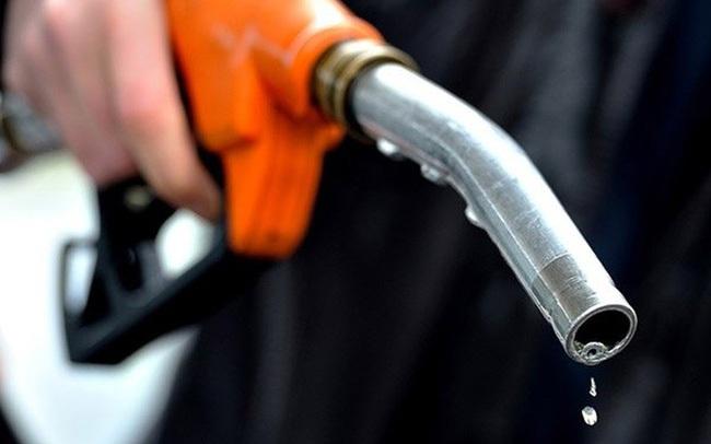 Giá xăng tăng mạnh gần 1.000 đồng/lít, lên mức cao nhất trong 7 năm