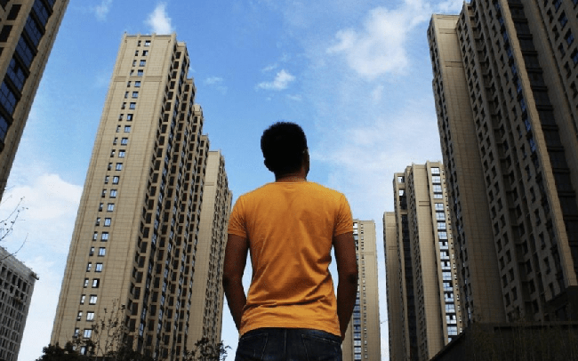 """""""Người nghèo kiểu mới"""" ra đời ở Trung Quốc: Có xe hơi, nhà lầu bạc triệu nhưng tài khoản chỉ có dưới 35 triệu đồng"""