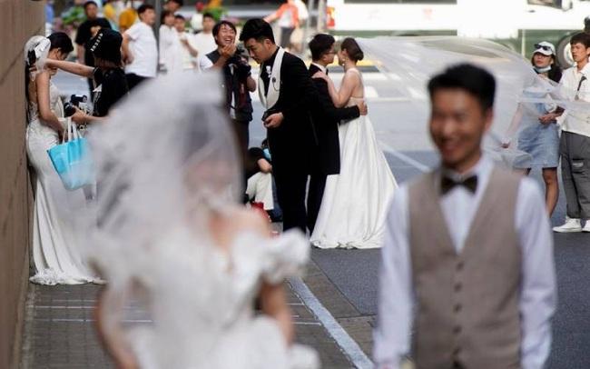 Tình trạng khó lấy vợ gả chồng ở Trung Quốc xuất phát từ thực tế vô cùng khốc liệt, liên quan mật thiết đến tiền bạc