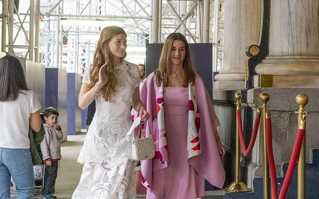 """Ái nữ nhà tỷ phú Bill Gates lộ diện trước đám cưới, visual tựa công chúa của cô dâu mới khiến fan nức nở """"đẹp nhất từ trước đến nay"""""""