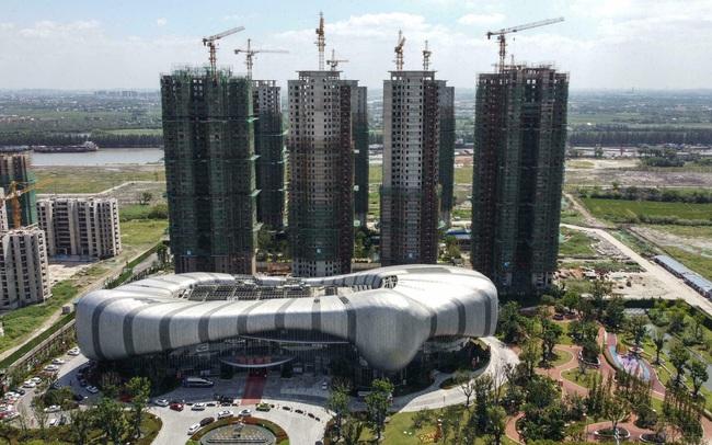 TS Lê Xuân Nghĩa nói gì về khủng hoảng nợ của Evergrande và bài học cho Vingroup cũng như các doanh nghiệp bất động sản khác?