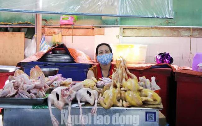 Đà Nẵng: Chợ truyền thống đìu hiu, hàng trăm tiểu thương mỏi mòn chờ khách