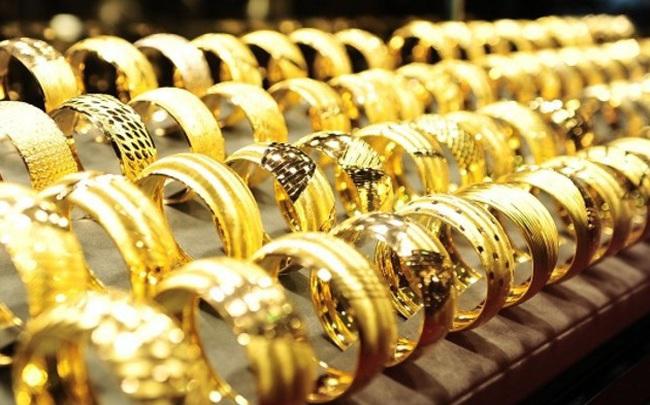 Giá vàng hôm nay 05/10: Tiếp tục tăng lên mức cao mới
