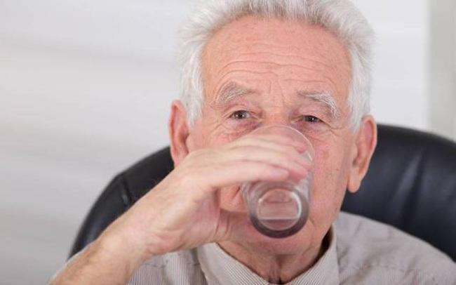 4 đặc điểm chung trong thói quen uống nước của những người trường thọ, nếu bạn có đầy đủ thì xin chúc mừng