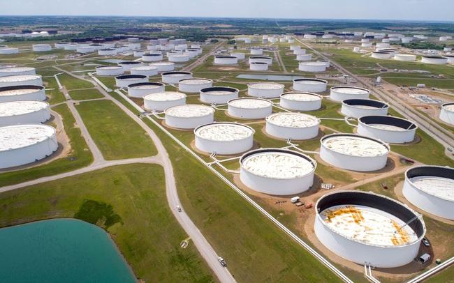 Giá dầu vượt mốc 81 USD/thùng
