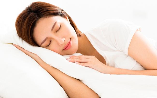 """""""Đặt lưng xuống là ngủ"""" liệu có phải là thói quen tốt của một người khỏe mạnh? Câu trả lời khiến ai nấy đều giật mình"""