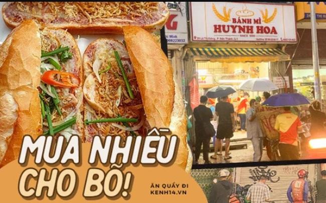 """Hàng chục người xếp hàng dưới mưa mua ổ bánh mì đắt nhất Sài Gòn, có khách hốt chục cái ăn """"trả thù"""" mùa dịch!"""
