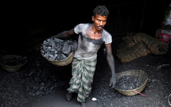 Thêm một quốc gia châu Á rơi vào khủng hoảng điện, nền kinh tế đang lao dốc tiếp tục đối diện với nhiều 'tin dữ'