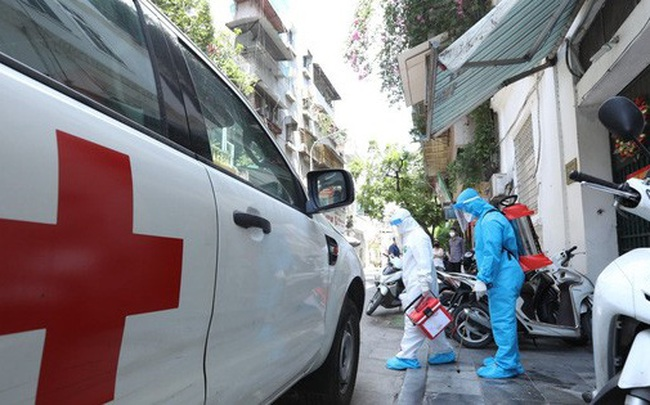 Hà Nội: 3 người một nhà bất ngờ phát hiện mắc COVID-19