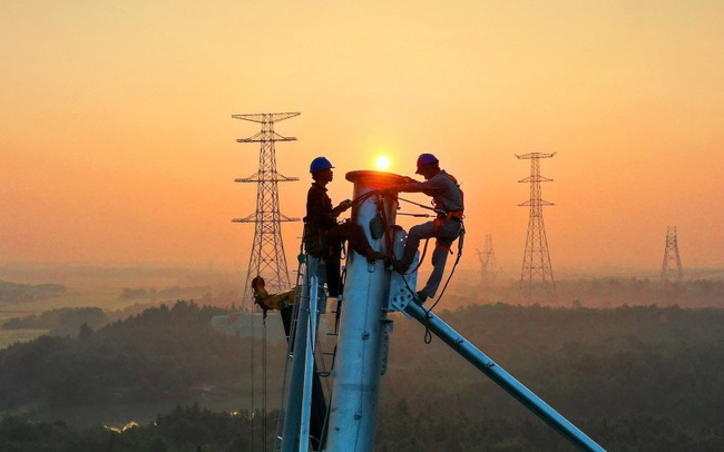 Khủng hoảng điện ở Trung Quốc 'tàn phá' cả thế giới: Hoạt động sản xuất từ iPhone, ô tô cho đến hộp các tông gián đoạn nghiêm trọng