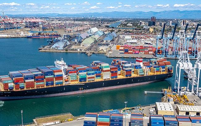 Các đại gia bán lẻ thuê tàu riêng để vận chuyển hàng hóa
